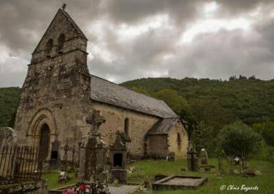L'église du vieux bourg de Laval-sur-Luzège © Chris Bogaerts