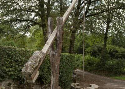 Un puits à balancier à Saint-Julien-Près-Bort © Chris Bogaerts