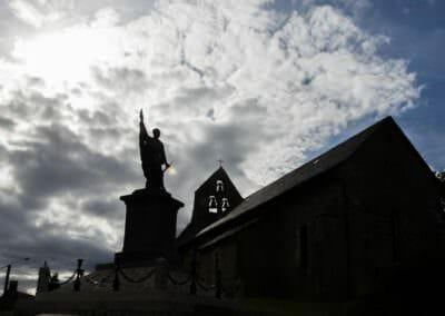 Vue de l'église de Saint-Julien-Près-Bort © Chris Bogaerts